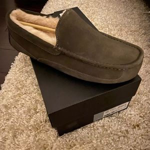 Brand new, never worn UGG for Men sippers